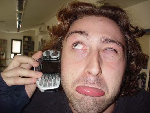 Esta sería tu cara aguantando a tu abuela una hora...